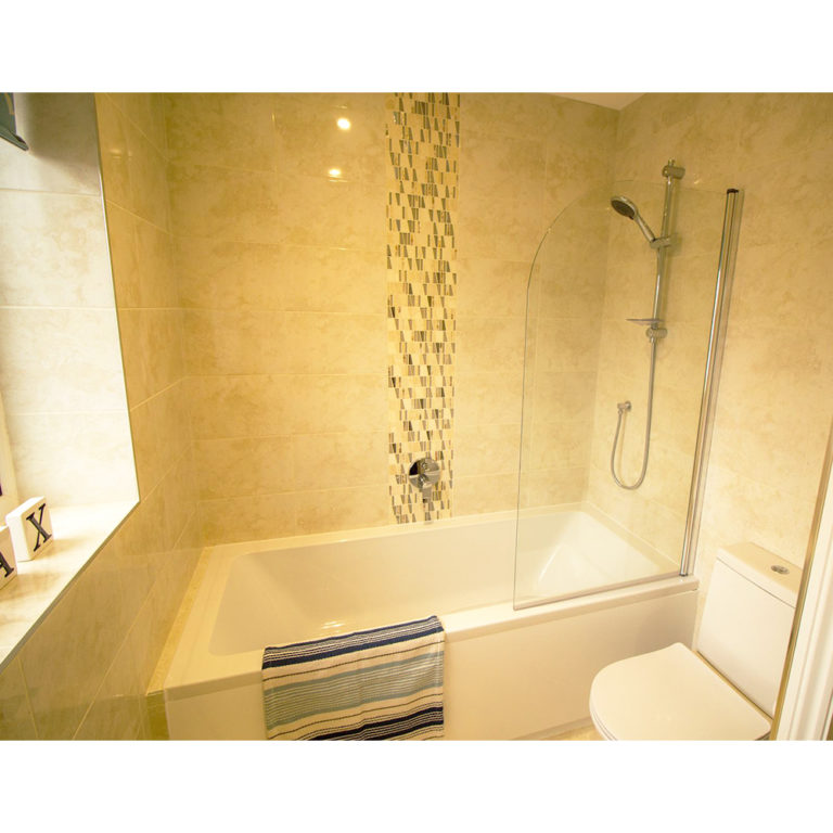 Hengistbury Reach Holiday Let Bathroom alternative view