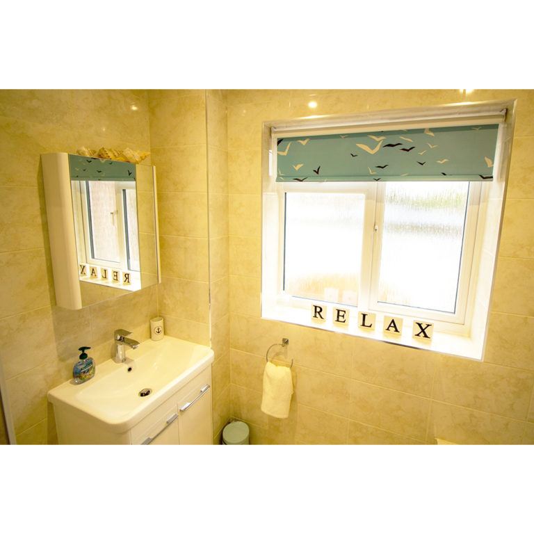 Hengistbury Reach Holiday Let Bathroom another view