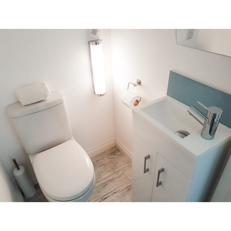 Hengistbury Reach Holiday Let Upstairs toilet