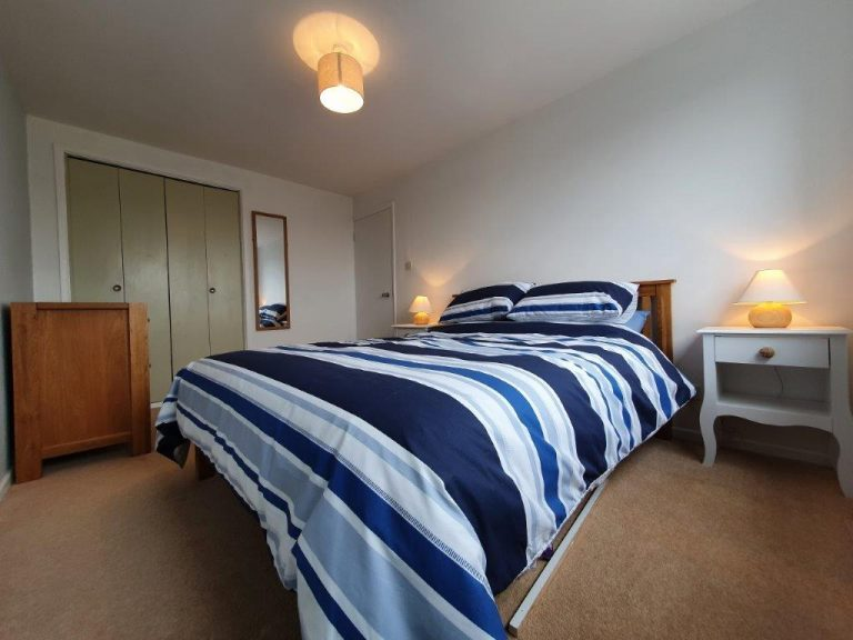 Sea View Holiday Let bedroom1